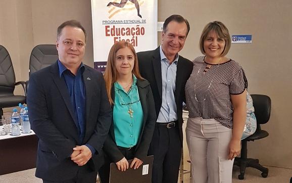 http://www.sindifisco-ms.org.br/noticias/sindifisco-ms-apoia-encontro-de-tutores-e-disseminadores-da-educacao-fiscal/831